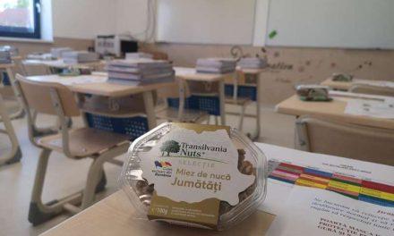 """""""Ronţăie smart! Mănâncă sănătos!"""", primul program public care promovează  consumul de nuci în rândul elevilor"""